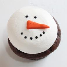 Snowman-Cupcake-c-createdbydiane-230b