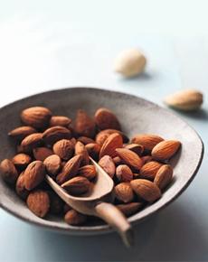 almonds-bowl-niederegger-230