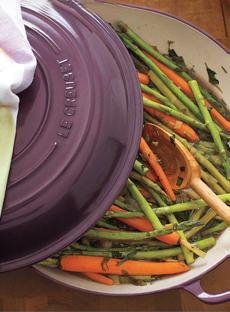 asparagus-carrots-lecreuset-SLT-230