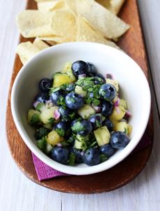 blueberry-pineapple-salsa-blueberrycouncil-230