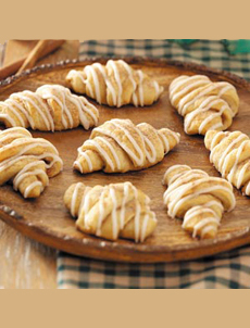 cinnamon-crescent-tasteofhome-230-ps