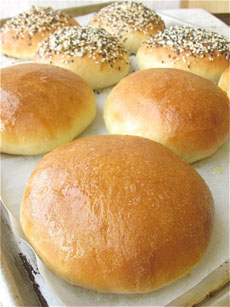 hamburger-buns-plain-and-seeds-kingarthur-230