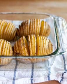 hasselback-potatoes-pan-thekitchn-apartmenttherapy-230