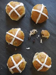hot-cross-buns-6-hotbreadkitchen-230r