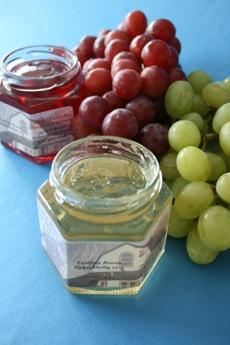 jars-grapes-300