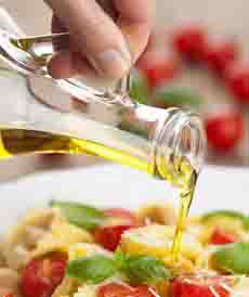 olive-oil-pouring-flavoryourlife-230