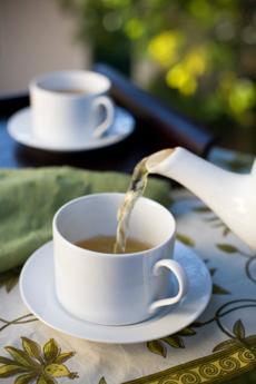 pouring-tea-230