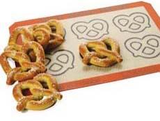 pretzel-mat-230-amz