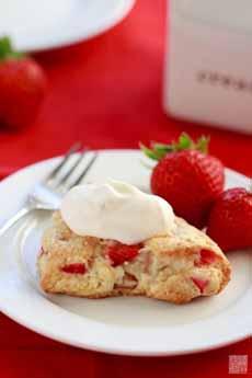 Strawberry Rhubarb Scones